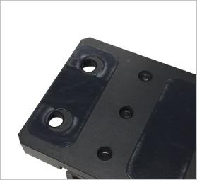 ミスミ・SUS・NICのアルミフレームとの微調整移動を可能にするシート加工