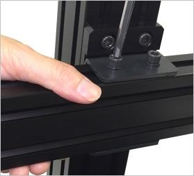 ミスミ・SUS・NICのアルミフレームに適用したXY稼働台座。独立して移動が可能。